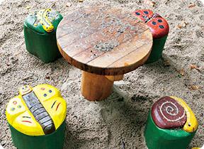 生きものベンチとテーブル
