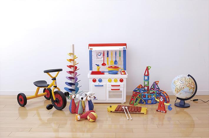 世界各国のあそび道具をご用意した遊具販売ショップを併設しています。