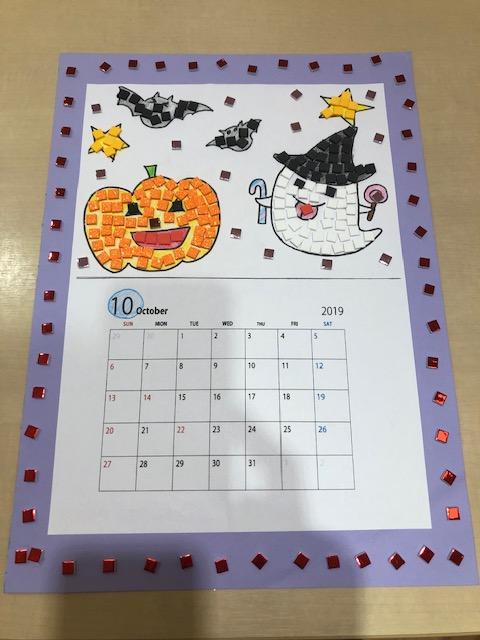 スティッキーモザイクのシールを使って10月のカレンダー作り
