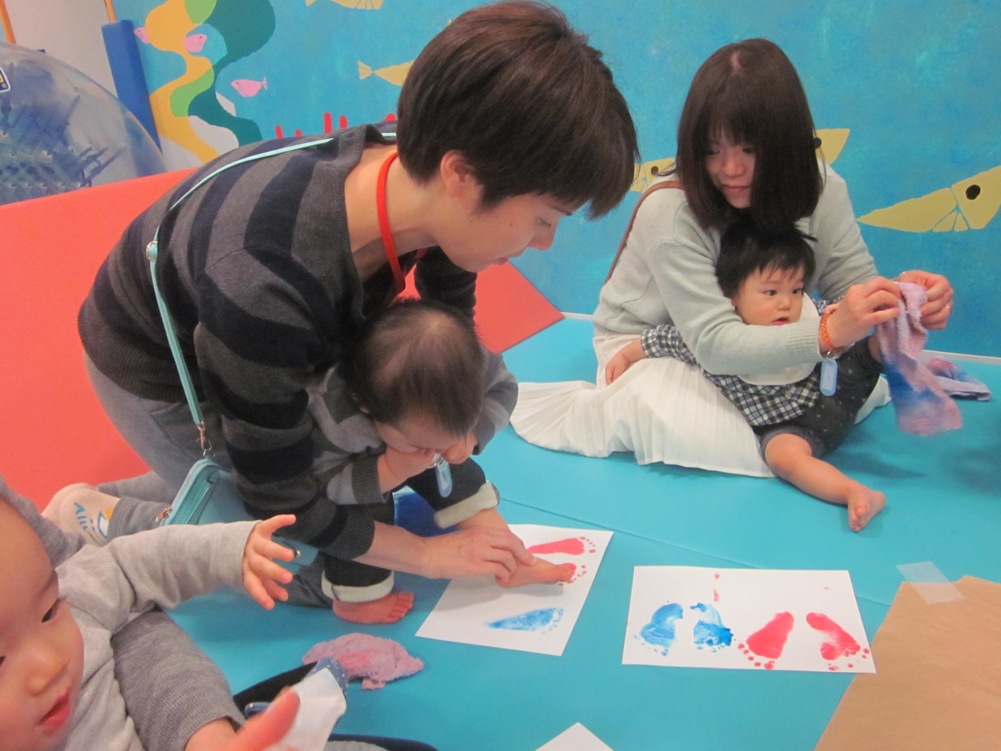 【木曜開催】赤ちゃんの日「指スタンプで桜を咲かせよう!」