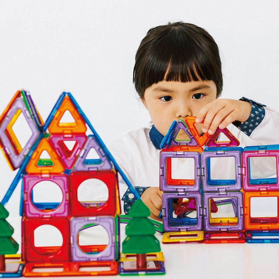 遊んで試して決めよう!クリスマスギフト〜 数学センスを育む図形あそび「マグ・フォーマー」を実演!