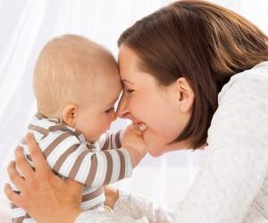 抱っこで包み育む赤ちゃんの心