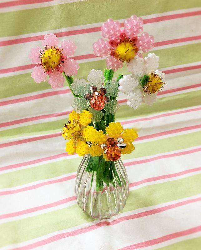 見本ハマビーズ花の画像