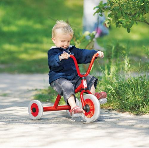 子どもにとって乗りやすい三輪車