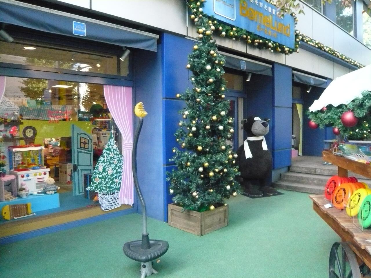 本店(原宿)のクリスマスウィンドウ