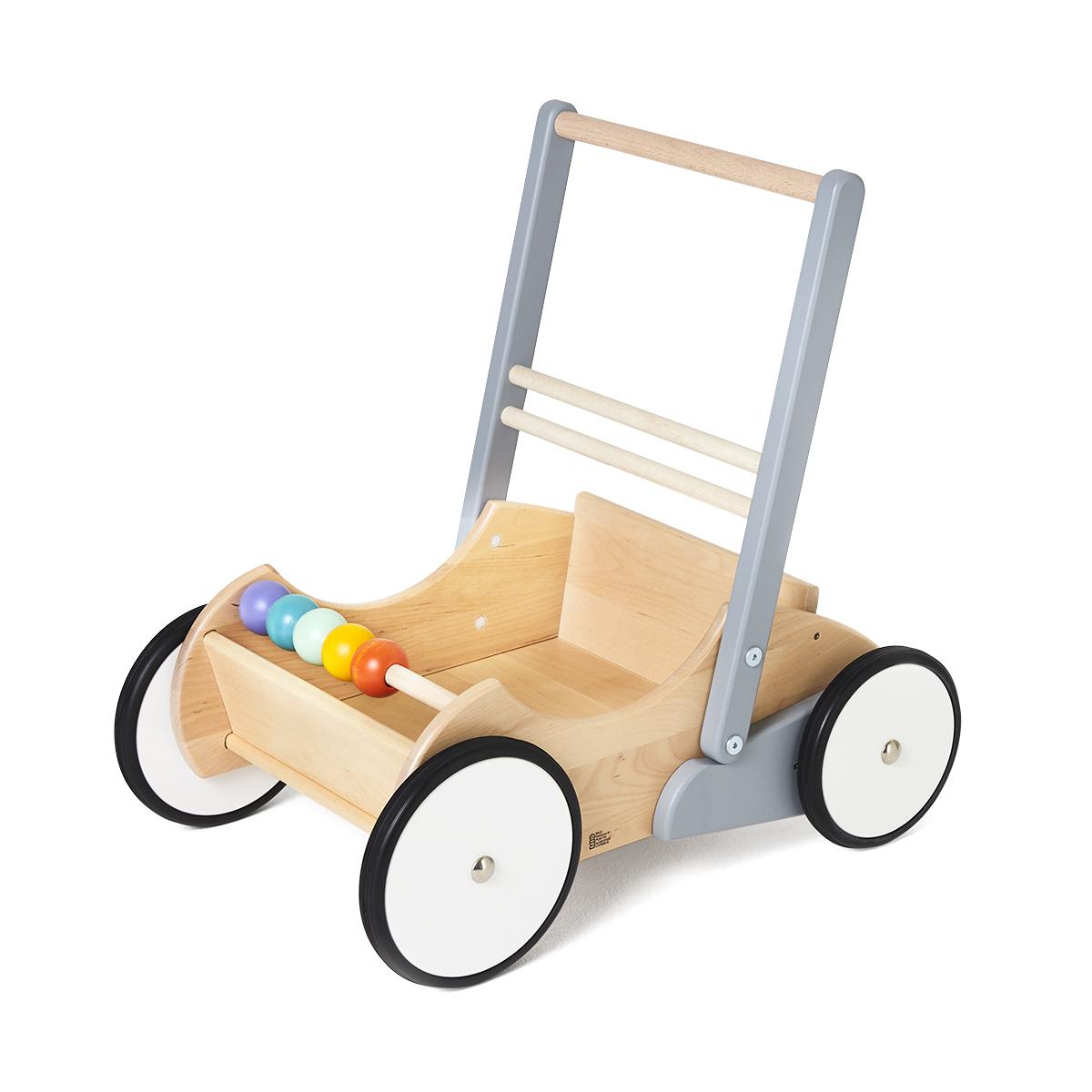 1歳のお子様へ、温かみのある木製遊具を贈りませんか